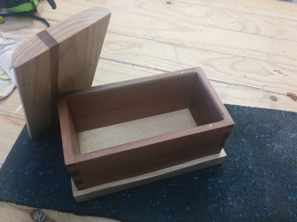Finger jointed keepsake box with open lid